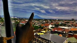 Menunjuk langit